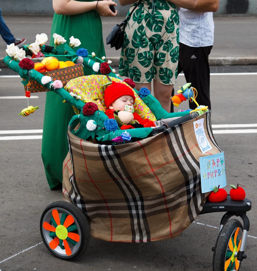 коляска с цветами